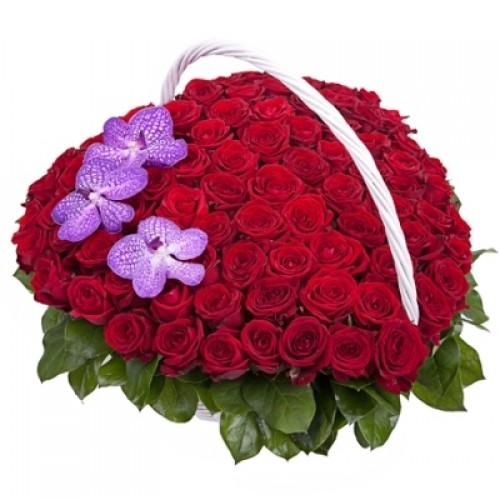 Корзина цветов Сердце любви