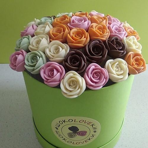 Розы шоколадные маленькие в коробке 37 шт 01