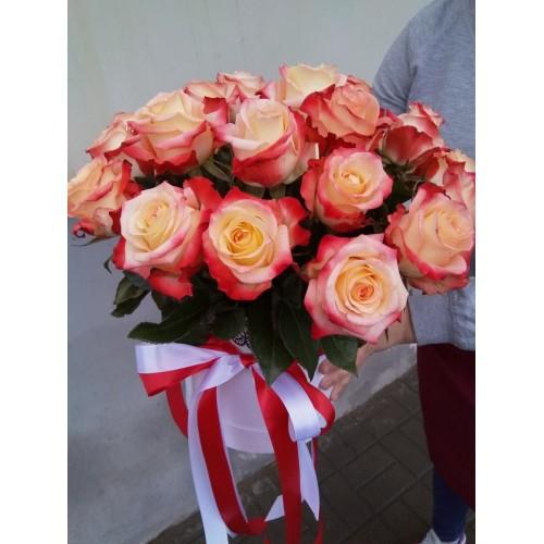 """Розы в коробке """"Кабарэт"""""""